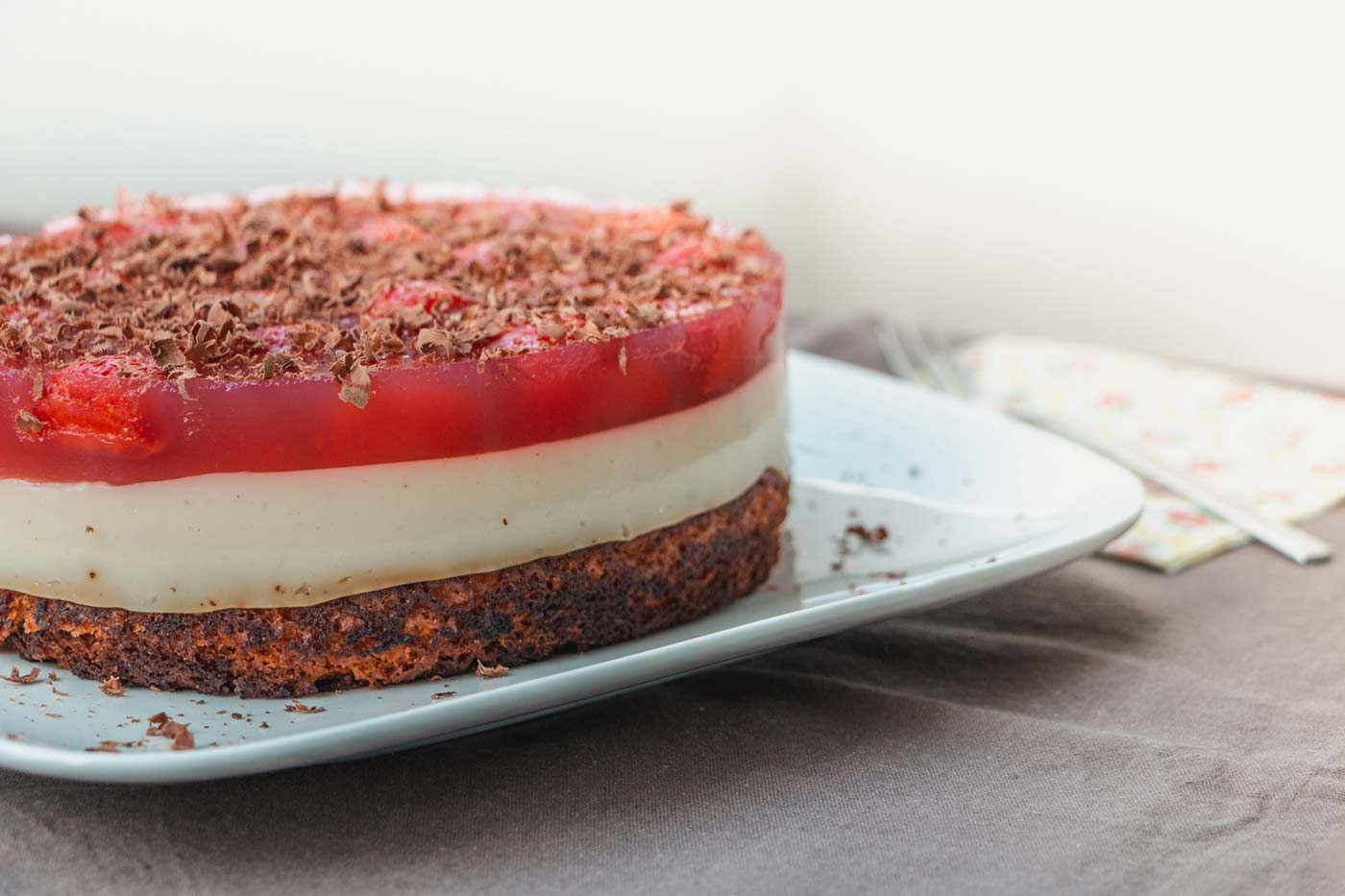 Veganer Erdbeer-Vanillepudding-Kuchen