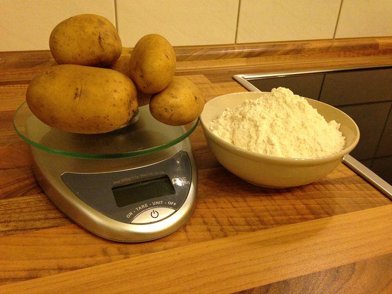 Zutaten: Kartoffeln, Mehl, Gewürze