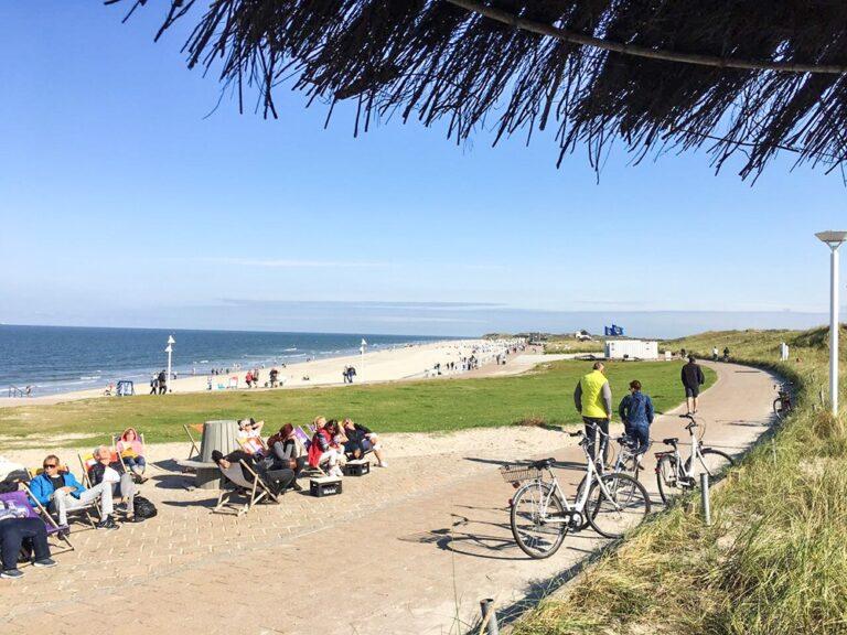 Ausblick vom Surfercafé Norderney auf die Promenade