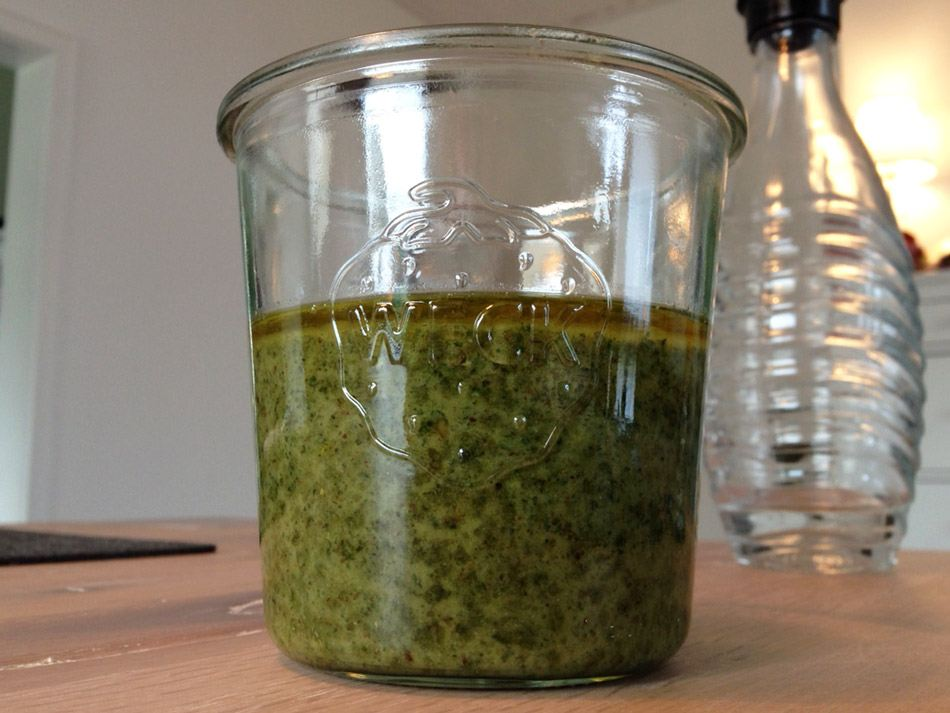 Veganes Pesto mit Basilikum