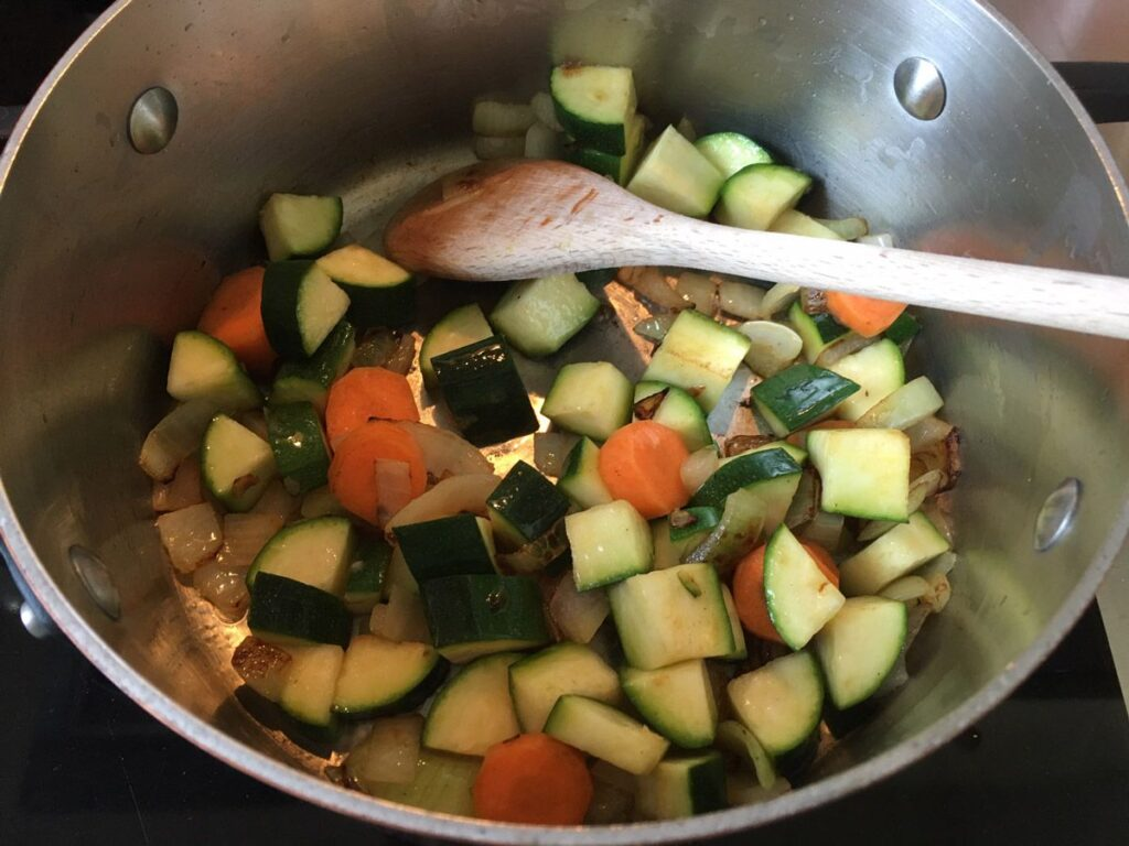 Gemüse für die vegane Bratensauce
