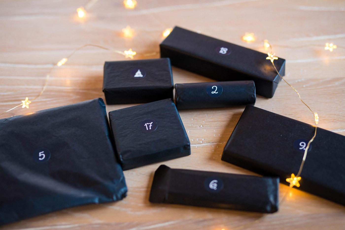 Verpackte Geschenk des Adventsome Kalenders