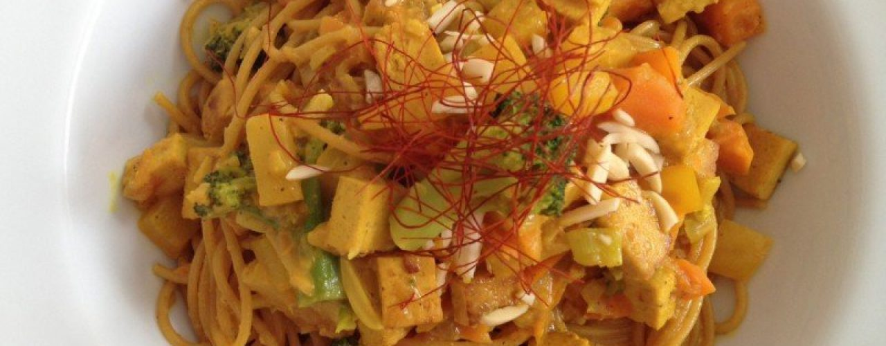 Curry-Ananas-Nudeln